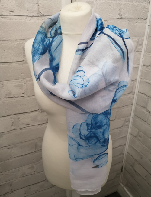 Toskatok Scarf - Light Blue Floral